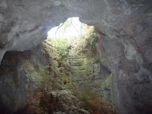 De oorspronkelijke ingang van de grot