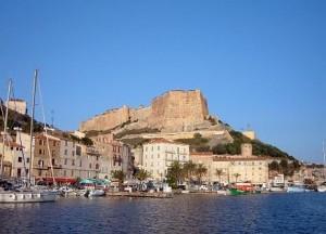Uitzicht op de citadel vanuit de haven