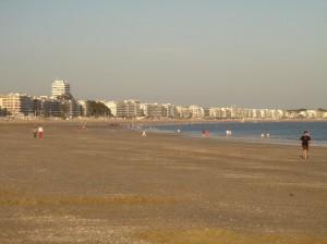 Strand in het laagseizoen