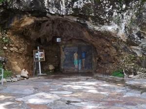 Ingang van de grotten van Isturitz en Oxocelhaya