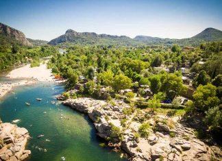 Tien mooie campings aan een rivier in Zuid-Frankrijk
