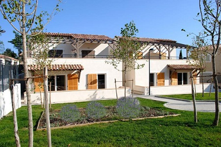 Vakantiepark Les Mazets du Ventoux is een mooi vakantiepark bij het plaatsje Malaucène, in het departement Vaucluse.